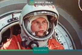 Yuri Gagarin trở thành người đầu tiên bay vào vũ trụ vào ngày 12/04/1961