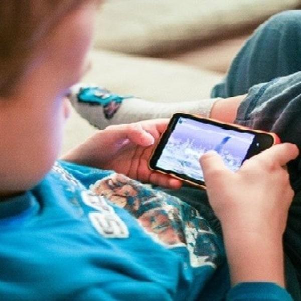 Phần mềm nào quản lý em bé xem điện thoại?