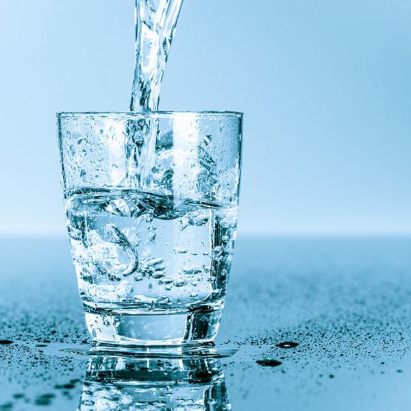 Tại sao mỗi buổi sáng thức dậy phải uống 1 cốc nước?